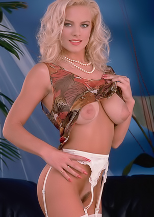 Horny bride Brittney Raye gets naughty