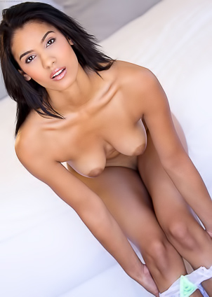 Karmen Bella fingers wide-open pussy in bed